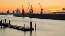 Sonnenaufgang im Hamburger Hafen von Dennis Südkamp