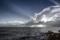Sonnenstrahl am Meer in infrarot von flylens