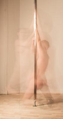 pole dancer von christina-kuschnir