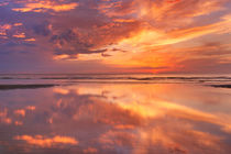 Sunset reflections on the beach, Texel island, The Netherlands von Sara Winter