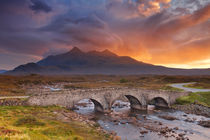 Sligachan Bridge and The Cuillins, Isle of Skye at sunset von Sara Winter
