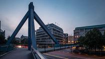 Fußgängerbrücke, Willy-Brandt-Straße, Hamburg von Sascha Neuroth