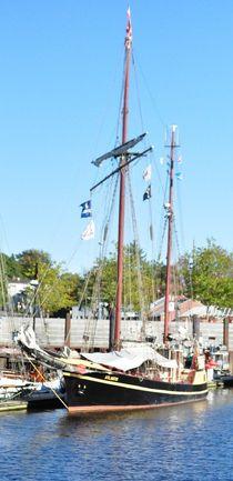 schiff im hafen von Edmond Marinkovic