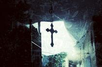 Faith inside the house by Mauricio Santana