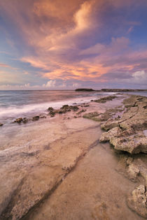 Rocky coast on the island of Curaçao at sunset von Sara Winter