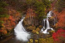 Ryuzu Falls near Nikko, Japan in autumn von Sara Winter