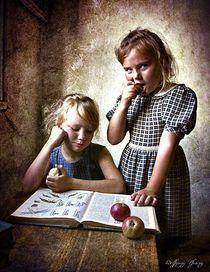 Two girls, nostalgic von Wolfgang Pfensig