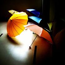 Colorful Umbrellas on a Rainy Shanghai Afternoon von Jay  Speiden