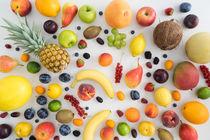 Sommerfrüchte auf einem Tisch von Elisabeth Cölfen