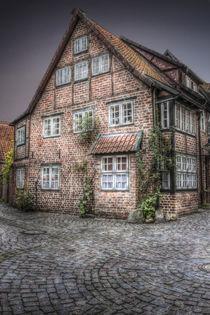 altstadt im regen by Manfred Hartmann
