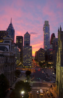 Philadelphia skyline of city center district at sunset. Pennsylvania, USA. von Perry  van Munster