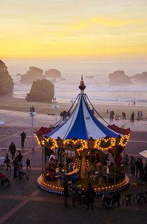Carrousel on the beach, Biarritz France von Perry  van Munster