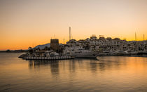 Puerto Banus Harbour at sunset von Perry  van Munster