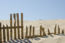 Broken fence on the dunes von Perry  van Munster