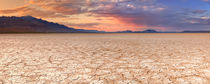 Cracked earth in remote Alvord Desert, Oregon, USA at sunset von Sara Winter