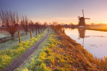 Traditional Dutch windmill near Abcoude, The Netherlands at sunrise von Sara Winter