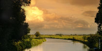 Sonnenuntergang über dem Kanal by Rolf Müller