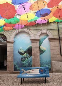 Bench in the street of umbrella sky von Ildeberta Serpa