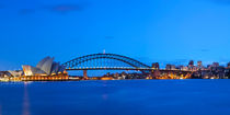 Harbour Bridge and Sydney skyline, Australia at dawn von Sara Winter
