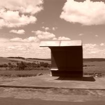 bus stop... by Flavio Molina