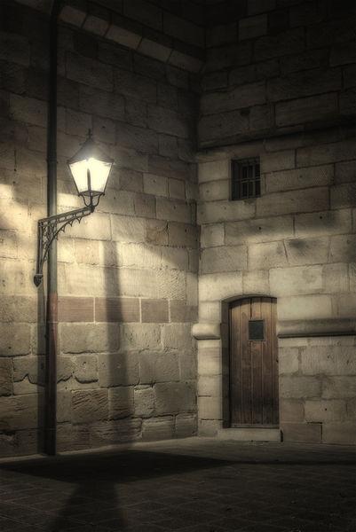 Under-the-lantern-5802