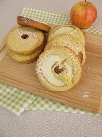 Apfelringe im Pfannkuchen by Heike Rau