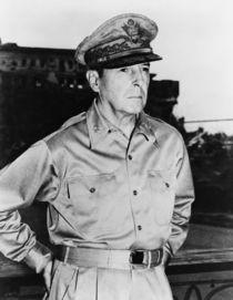 General MacArthur von warishellstore