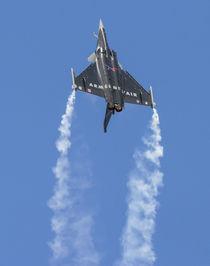 Rafale jet fighter aircraft climbing in afterburner von Chris Warham