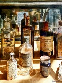 Sig-medicinebottlesinglasscase
