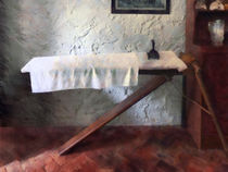 Iron Board and Iron von Susan Savad