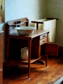 Wash Basin and Towel von Susan Savad