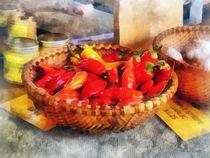 Vegetables - Hot Peppers in Farmers Market von Susan Savad