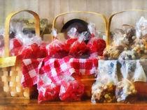 Licorice and Chocolate Covered Peanuts von Susan Savad
