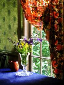 Vase of Flowers and Mug by Window von Susan Savad