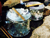 Two Snare Drums von Susan Savad