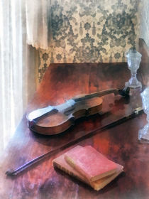 Violin on Credenza von Susan Savad