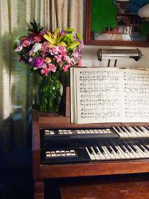 Organ and Bouquet of Flowers von Susan Savad