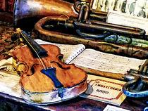 Violin and Bugle von Susan Savad