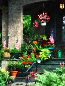 Porch With Geraniums and American Flags von Susan Savad
