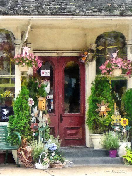 Sig2-flowershopwithbirdhousestrasburgpa