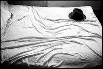 HAT ON BED von Rene Bui
