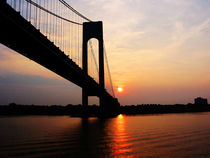 New York - Verrazano Bridge at Dawn von Susan Savad