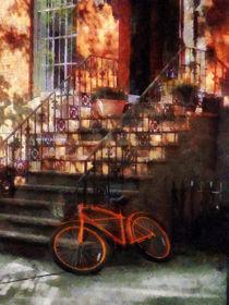 Manhattan NY - Orange Bicycle by Brownstone von Susan Savad