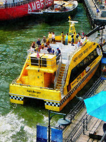 Manhattan NY - Water Taxi at South Street Seaport von Susan Savad