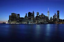 Blaue Stunde über Manhattan von Patrick Lohmüller