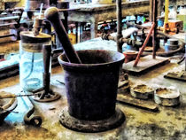 Mortar and Pestle in Chem Lab von Susan Savad