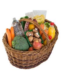 Einkaufskorb mit Lebensmitteln Obst und Gemüse von wsfflake
