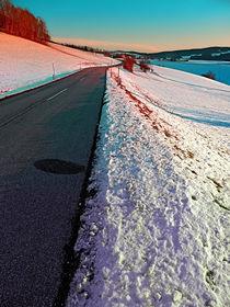 Winterstraße in bunter Umgebung by Patrick Jobst
