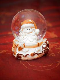 Schneekugel mit Weihnachtsmann by Mathias Karner
