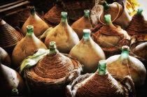 alte Korbflaschen in Scheune Toskana / Tuscany von Thomas Schaefer